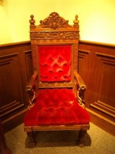 サタンの椅子